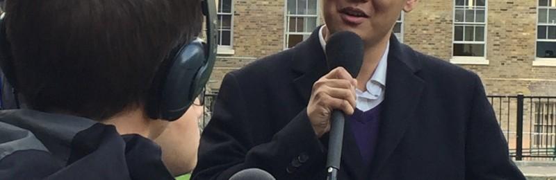 冯琰接受英国广播公司现场直播采访